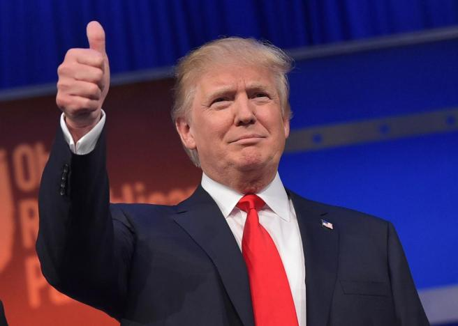 donald-trump-flashes-the-thumbs-up
