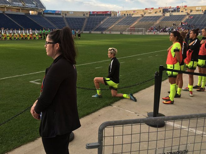 megan-rapinoe-kneels-during-national-anthem-twitter-1200x630