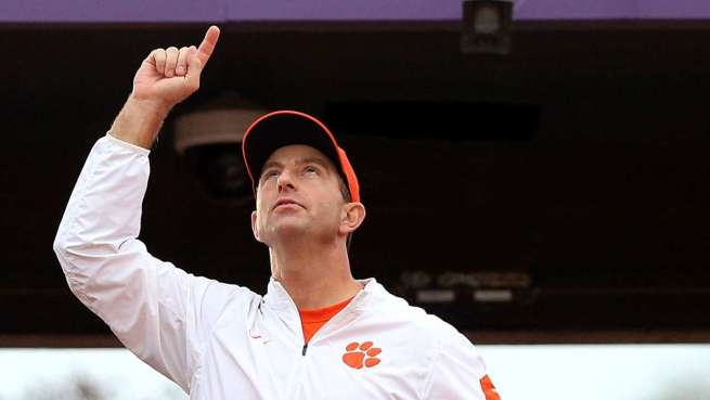 dabo-swinney-looks-up
